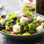 Как приготовить салат с оливками