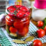 Помидоры в яблочном соке: 10+ рецептов на зиму