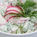 Салат из редиски и зелени со сметаной с фото и видео