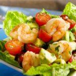 Салат с авокадо и креветками – 10+ рецептов