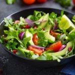Салат с авокадо и помидорами — топ вкусных и полезных рецептов