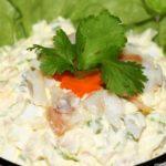 Салат с копченой рыбой горячего копчения - самые вкусные рецепты