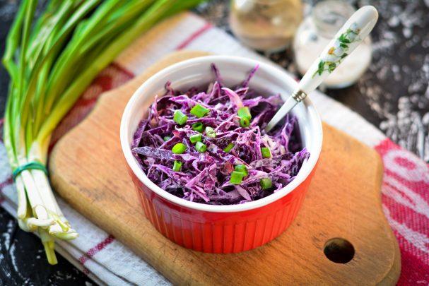 Салат из красной капусты с майонезом: фото и рецепты очень вкусных блюд с чесноком, красным луком, грецкими орехами, свежим огурцом и другими ингредиентами Русский фермер