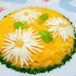 Слоеный салат с курицей и ананасами – идеальное и беспроигрышное сочетание: рецепт с фото и видео