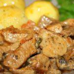 Свинина с грибами и с луком и