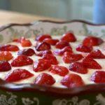 Творожный пирог с клубникой в духовке – топ самых вкусных и простых рецептов